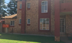 Townhouse To Rent in Die Hoewes, Centurion