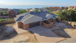 House For Sale in Wavecrest, Jeffreys Bay