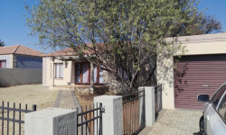Townhouse To Rent in Flamwood, Klerksdorp