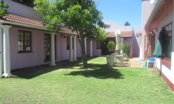 Garden Cottage To Rent in Pinelands, Cape Town