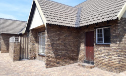 Townhouse To Rent in Middelburg Central, Middelburg