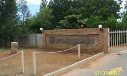 Townhouse To Rent in Langenhovenpark, Bloemfontein