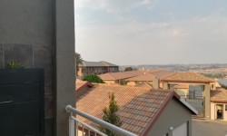 Apartment To Rent in Little Falls, Roodepoort