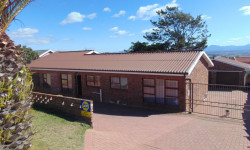 House For Sale in Heiderand, Mossel Bay
