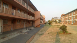 Apartment To Rent in Crown Gardens, Johannesburg