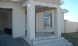 Townhouse To Rent in Summerstrand, Port Elizabeth