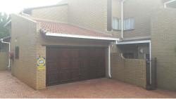 Townhouse To Rent in Faerie Glen, Pretoria