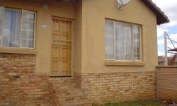 House To Rent in Kosmosdal, Centurion