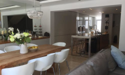 Townhouse To Rent in Fresnaye, Cape Town