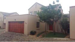 House To Rent in Faerie Glen, Pretoria