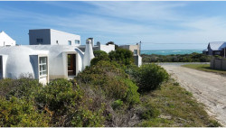 House For Sale in Suiderstrand, Suiderstrand