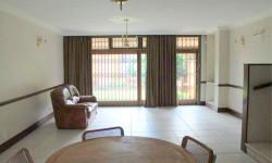 Townhouse For Sale in Hatfield, Pretoria