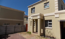 Duplex To Rent in Retreat, Cape Town