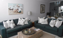 Flat To Rent in Sea Point, Cape Town