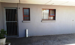 Flat To Rent in Cannon Hill, Uitenhage