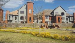 Penthouse To Rent in Meerhof, Hartbeespoort