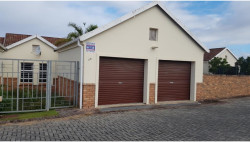Townhouse For Sale in Beacon Bay, East London
