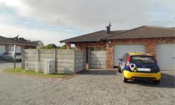 Townhouse To Rent in Kabega, Port Elizabeth