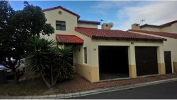 Townhouse To Rent in Royal Ascot, Milnerton