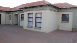 Townhouse To Rent in Melodie, Hartbeespoort