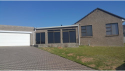 House For Sale in Middedorp, Langebaan