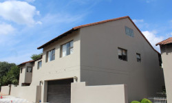 Apartment To Rent in Magalies Golf Estate, Hartbeespoort
