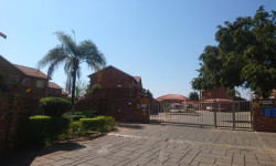 Duplex To Rent in Die Hoewes, Centurion