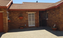 Townhouse To Rent in Birchleigh North, Kempton Park