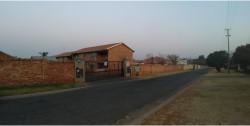 Townhouse To Rent in Kibler Park, Johannesburg