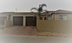 Townhouse To Rent in Birchleigh, Kempton Park