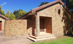 Townhouse To Rent in Aviary Hill, Newcastle