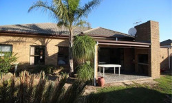 House To Rent in Sonstraal Heights, Durbanville
