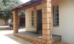Garden Cottage To Rent in Auckland Park, Johannesburg