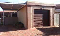 Townhouse For Sale in Langenhovenpark, Bloemfontein