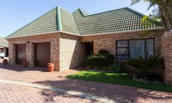 Townhouse For Sale in Summerstrand, Port Elizabeth