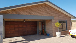 House For Sale in Island View, Mossel Bay