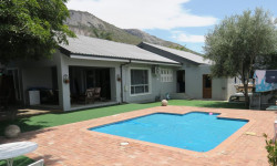 House For Sale in Paarl West, Paarl