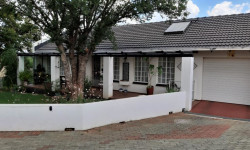 Townhouse For Sale in Heidelberg Central, Heidelberg