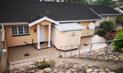 Simplex For Sale in Escombe, Queensburgh
