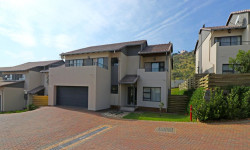 Cluster To Rent in Amorosa, Roodepoort