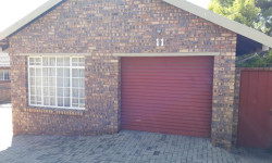 Townhouse To Rent in Gholfsig, Middelburg