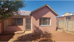 House For Sale in Riviera, Kimberley
