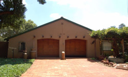 Smallholding For Sale in Watersedge A H, Carletonville