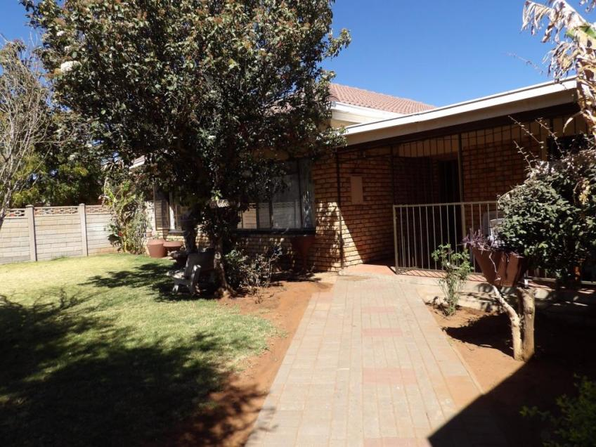 3 Bedroom House For Sale in Homestead, Kimberley, Northern Cape