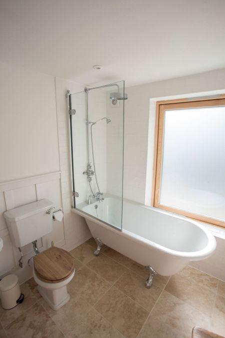 Carrick Castle Estate, Lodge & Barn Bathroom with WC, shower