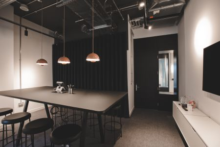 Intimate Work Space near Thames
