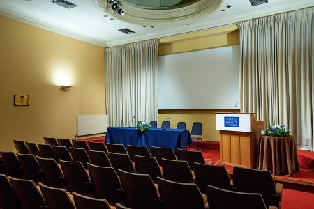 Wolfson Lecture Theatre  Flexible staging and top table.