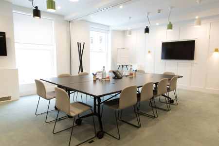 Bright & Airy Meeting Space