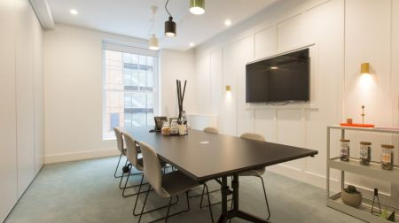 Bright, Modern Co-Working Room