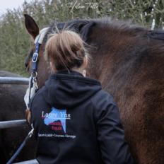 photo de profil laure-vns-massage-sportif-equin